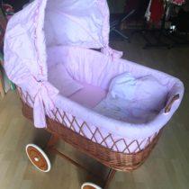 Proutěný košík na miminko