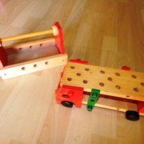 Dřevěné skládací auto + krabička na nářadí