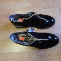 Černé lakové boty