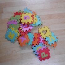 Pěnové malé puzzle