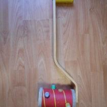 Dřevěná hrkačka Ikea