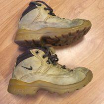 Kotníčkové boty Nike