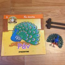 Dětská kniha ze série Hraj si a uč se – Na dvorku – Páv