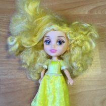 Malá panenka svlasy