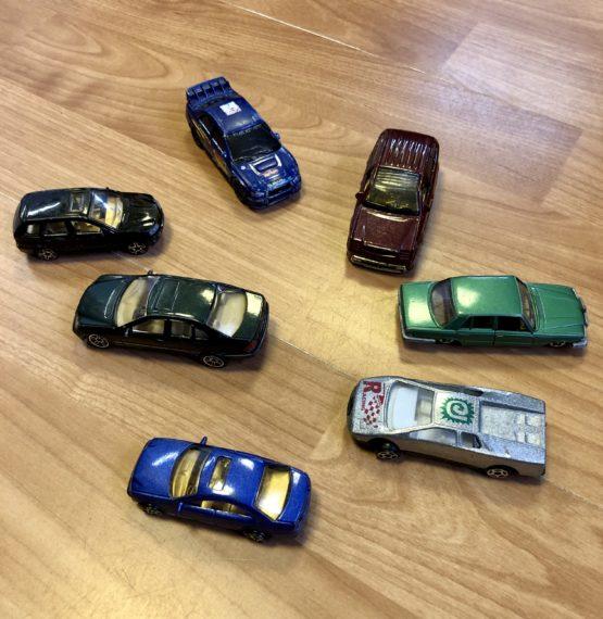 Set autíček