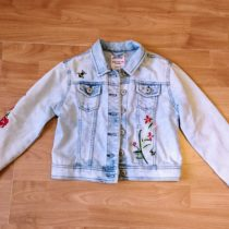 Džínová bunda svýšivkou