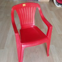 Plastová židlička