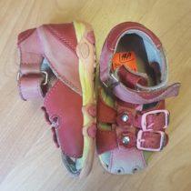 Kožené sandálky Essi