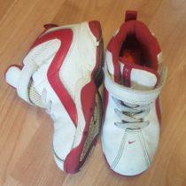 Kotníkové tenisky Nike