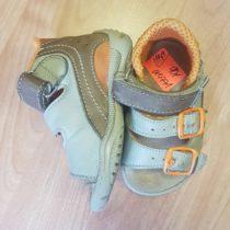 Sandálky Essi