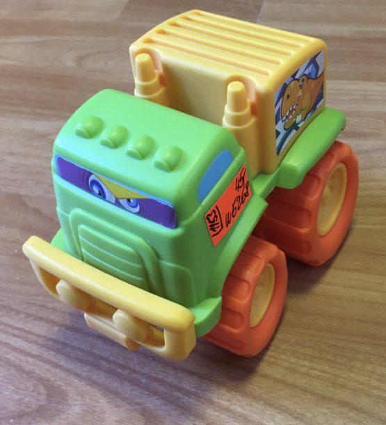 Plastové auto sDinosaurem