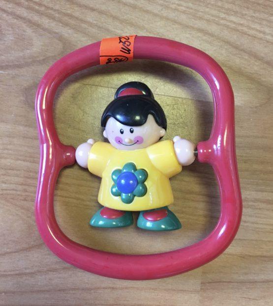 Chrastítko  panenka na kruhu Tolo