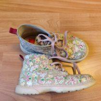 Kožené, kotníčkové boty Superfit skvěty