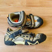 Plné sandále Steady
