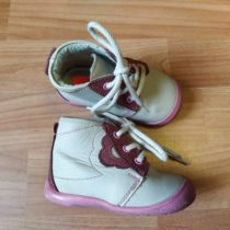 Kožené, kotníčkové boty Essi