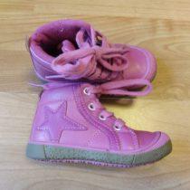 Kotníčkové boty na tkaničky shvězdou