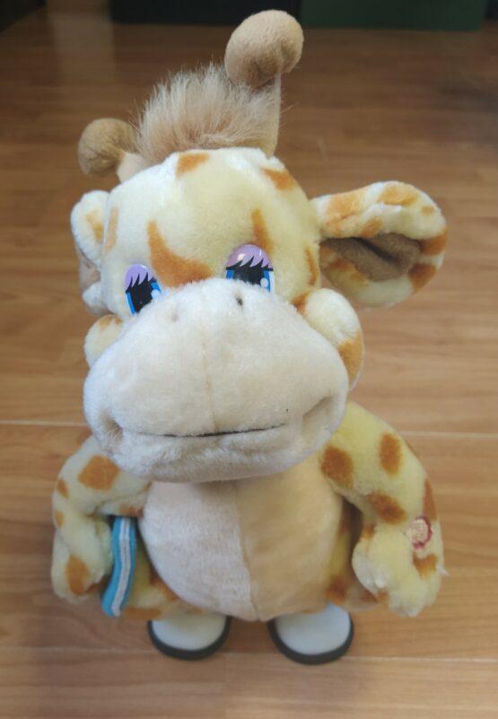 Chodící plyšová žirafa