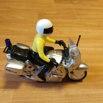 Policejní motorka smotorkářem na baterie