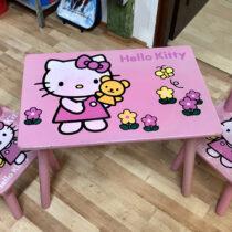 Dřevěný stolek + 2 židličky