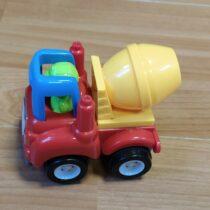 Malé autíčko na setrvačník – míchačka