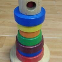 Dřevěná pyramida zkroužků