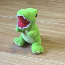 Malý plyšový dinosaurus