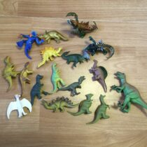 Set mini dinosauků, 17ks