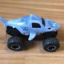 Plastové auto – žralok