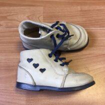 Kotníčkové kožené boty se srdíčky