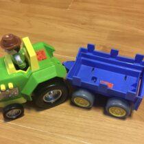 Zvukový traktor svalníkem + farmář