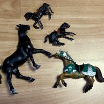 Set koní, 4ks