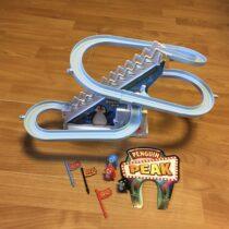 Dětská hra na baterie tučnáci na tobogánu Funny Penquin