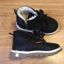 Zimní boty včerné barvě skožíškem