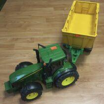 Traktor snávěsem John Deere 7930