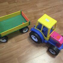 Traktor svalníkem